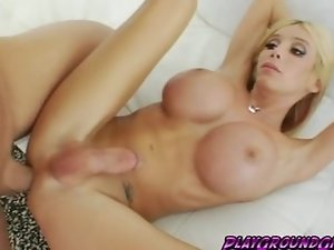 Sexy hot tranny Kimber James sucking cock