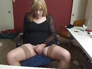 Hot little cumshot